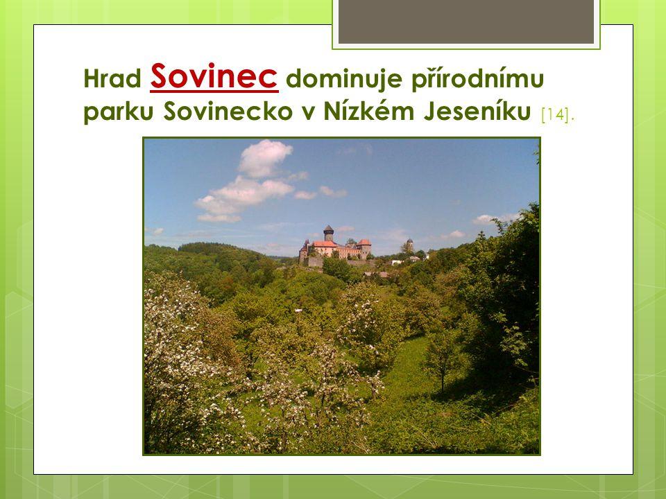 Hrad Sovinec dominuje přírodnímu parku Sovinecko v Nízkém Jeseníku [14].